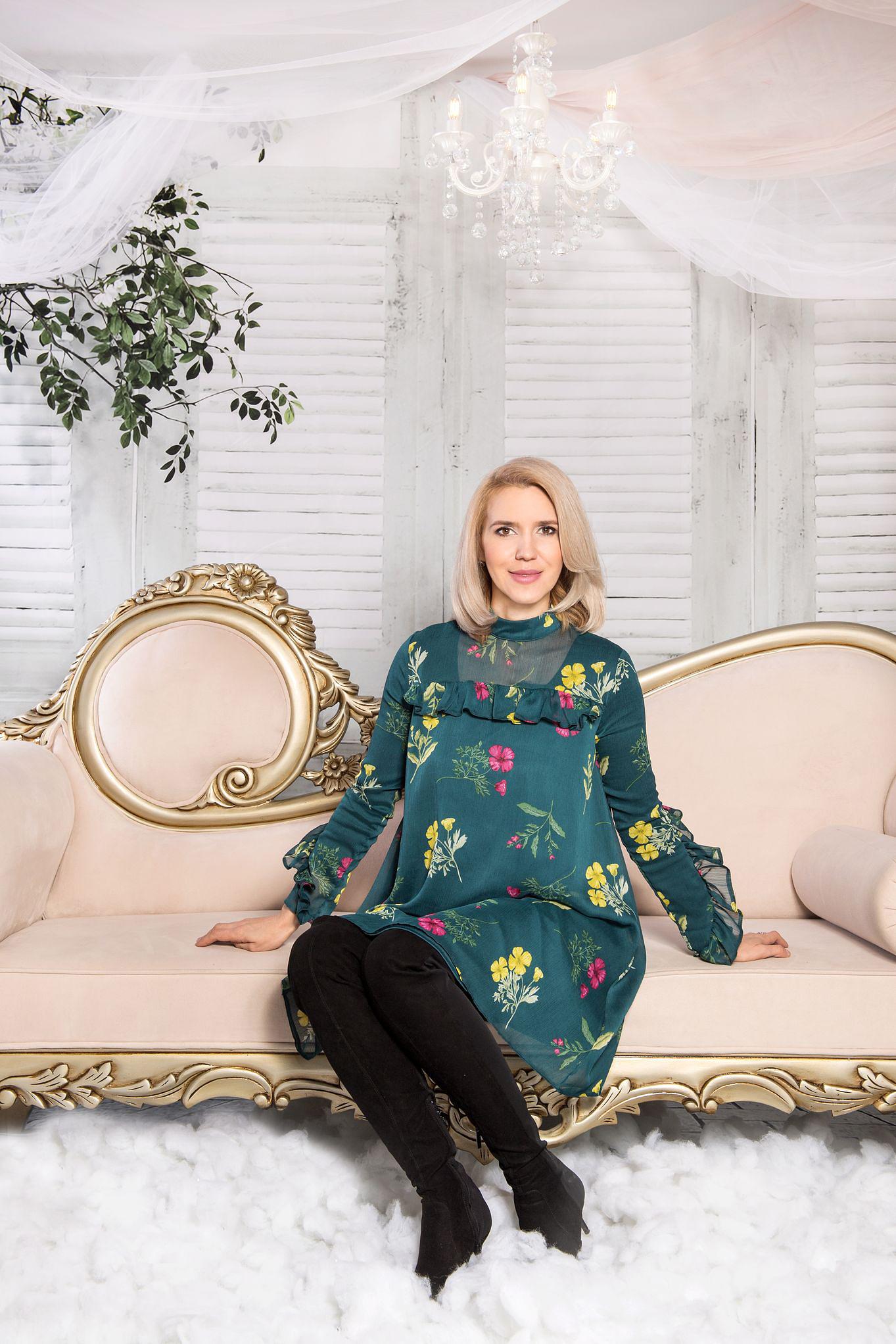 Imagine de la ședința foto de studio în Iași cu Diana, realizată de fotograful Irina Mocanu